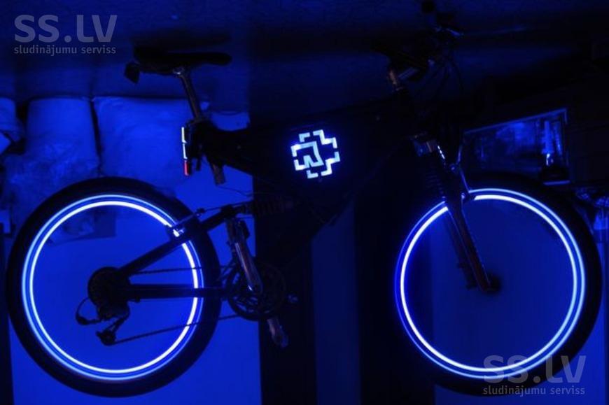 Как сделать чтоб колеса светились на мото